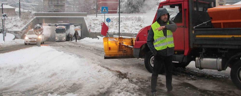 Neve su tutta la provincia di Sondrio, viabilità e treni sotto osservazione