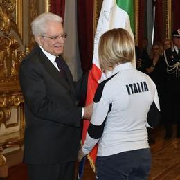 Arianna Fontana riconsegna il tricolore al presidente della Repubblica Sergio Mattarella