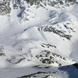 Scialpinisti prima soccorsi e poi multati  L'appello: «Fuoripista solo in sicurezza»