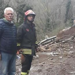 Frana sulla provinciale invasa da massi e detriti , disagi in Valmasino