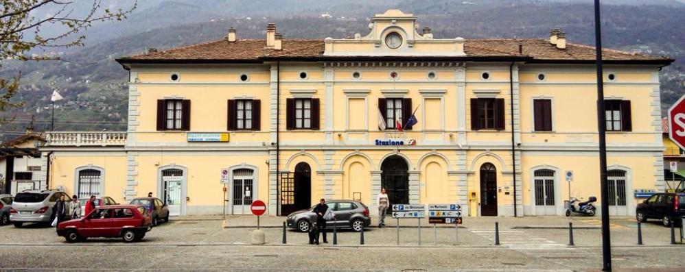 Aggressione in stazione a Morbegno, quattro persone ferite