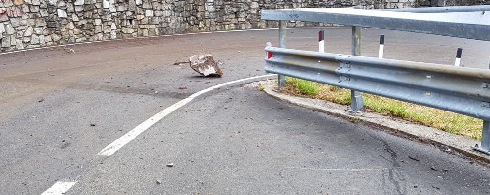 Caduta massi a San Giacomo Filippo, chiusa la statale 36