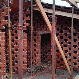 Scuola, lavori al via a Chiavenna: il tetto crollato sarà pronto entro novanta giorni