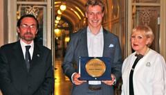 Bormio, premio Baumgarten a Marco Odermatt: campione dello sci