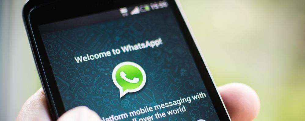 WhatsApp, se non hai 16 anni  non la puoi più utilizzare