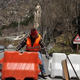 Frana in Valle Spluga  Statale 36 chiusa fino a venerdì