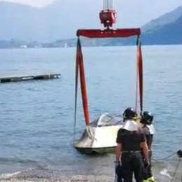 Barca rovesciata nel lago  Giallo al largo di Lenno   GUARDA IL VIDEO
