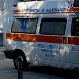 Cade con le ciaspole a San Giacomo Filippo, brutto trauma cranico