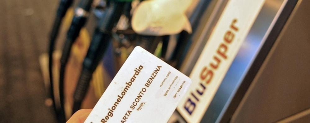 Caro benzina, summit in Regione  Tavasci: «La carta sconto va difesa»