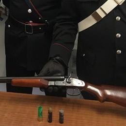 Lovero, spara col fucile dal balcone: arrestato