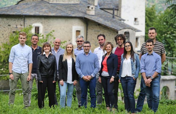 Il candidato sindaco della lista Albosaggia Unita Stefano Piasini e la sua squadra