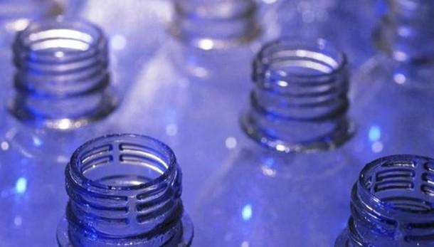 Allarme del ministero della Salute  Ritira l' acqua minerale contaminata