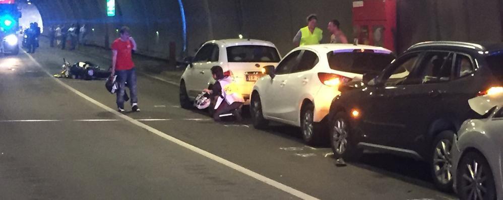 Cadono in bici e con la moto  Ricoverati in gravi condizioni