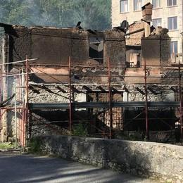 "Val Masino, incendio devasta la ""Taverna"""