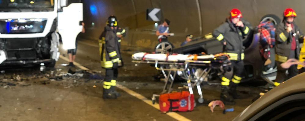 """Grosio, scontro nella galleria """"Bolladore"""" sulla 38: muore una giovane di 16 anni"""