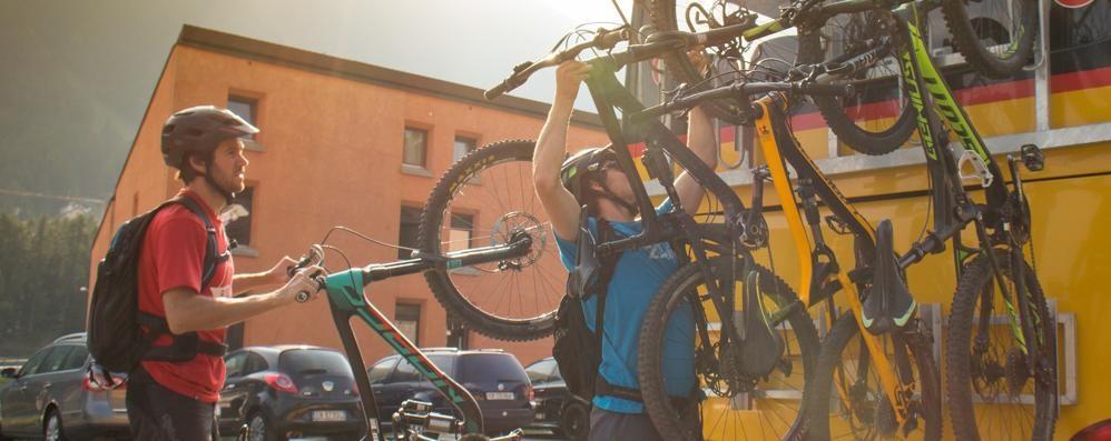 Le bici sui bus per Splügen? Niente da fare