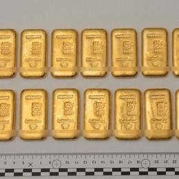 Venti lingotti d'oro nascosti nell'auto  In tre in manette