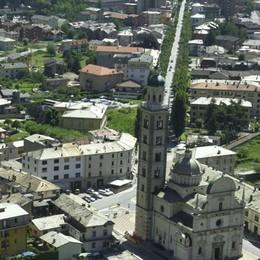 Ancora un investimento lungo viale Italia a Tirano: donna ferita