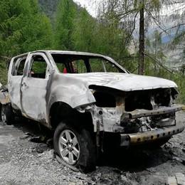 Esplodono bombole, distrutto il pickup  e tragedia sfiorata a Chiesa in Valmalenco