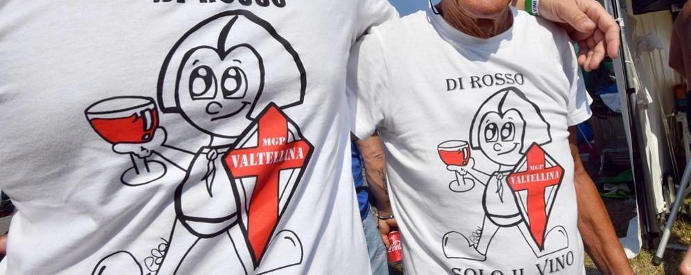 Di rosso solo il vino». Le t-shirt firmate Cola - Cronaca Pontida 7e68b501bb34