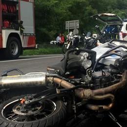Auto-moto è scontro sulla 36  Muore turista sbalzato dalla sella