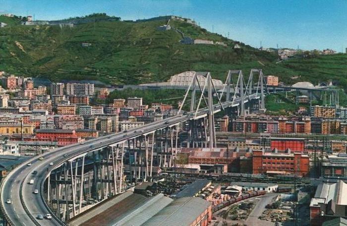 Genova: il ponte Morandi in una foto d'archivio