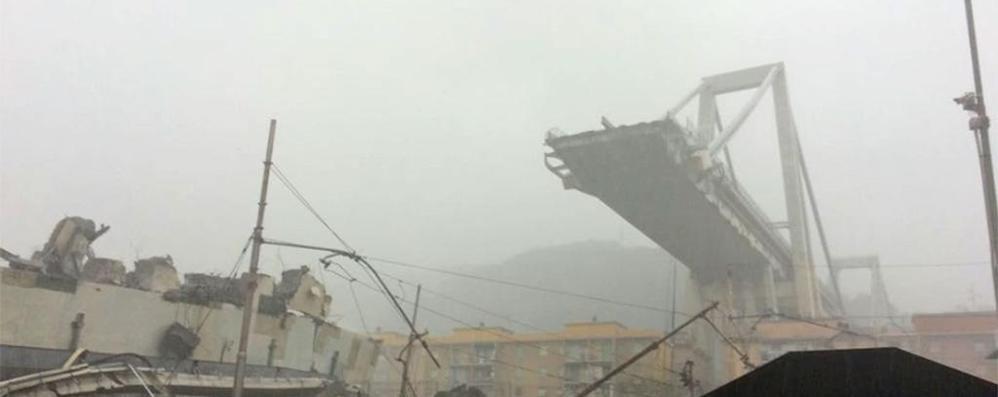 Genova, il crollo del ponte dell'autostrada    39 i morti, una decina i dispersi  In quel momento passavano 30 auto e 3 tir   Il VIDEO