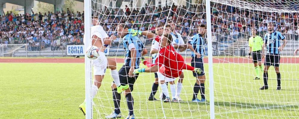 Calcio serie D, è il giorno del derby Sondrio-Lecco
