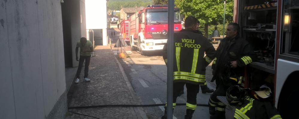 Cosio Valtellino, auto e moto in fiamme  nel garage sotterraneo