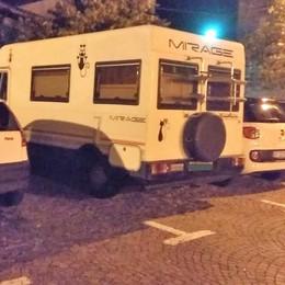 Dubino, foglio di minacce sul camper parcheggiato