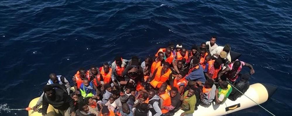 Ue su rapporto Unhcr, salvare i migranti è la nostra priorità