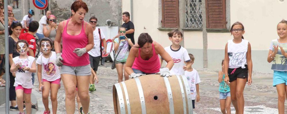 Si alza il sipario sul Grappolo d'oro  Riflettori sui vini e i prodotti tipici