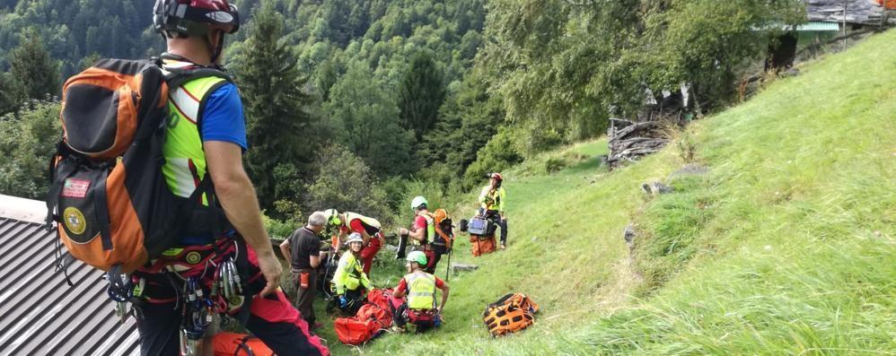 Castione, cade in moto a 1.300 metri: soccorso con l'elicottero