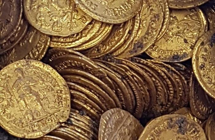 Ritrovamento storico: dagli scavi centinaia di monete d'oro