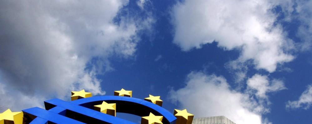 Eurozona: salgono risparmi famiglie e investimenti imprese