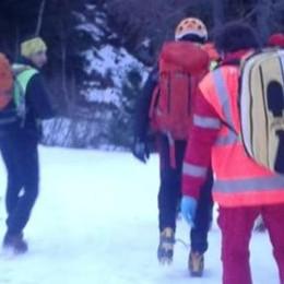 Cade in un dirupo in Valtellina Portato in salvo a Capodanno
