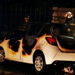 Incendiate tre auto nella notte  Colpa dei fuochi di Capodanno