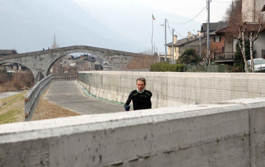 Protesta a Morbegno: «Il cemento  ha stravolto la bellezza della zona»