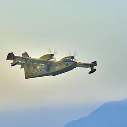 Incendio sui monti di Sorico  È costato milioni di euro  solo per elicotteri e canadair