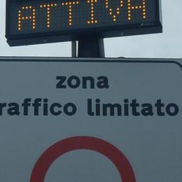 Zona a traffico limitato nel mirino  Telecamere accese e controlli di polizia