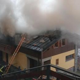 Ancora incendi in valle  Tetto in fiamme ad Aprica