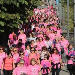 A piedi in città e da Colico: la prevenzione colora di rosa piazza Garibaldi