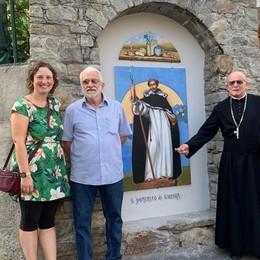 San Domenico è di nuovo nella santella  Al posto della statua rubata un affresco