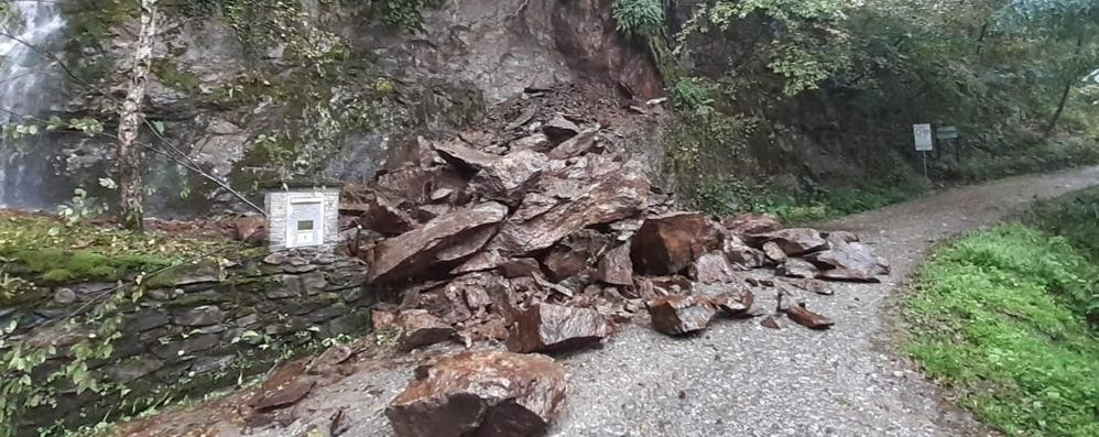 Delebio, dopo la pioggia smottamento in Val Lesina