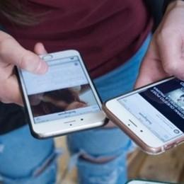 Giovani vite scandite dallo smartphone