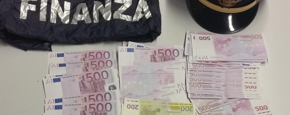 Negli indumenti intimi 50mila euro Coppia di italiani multata in dogana