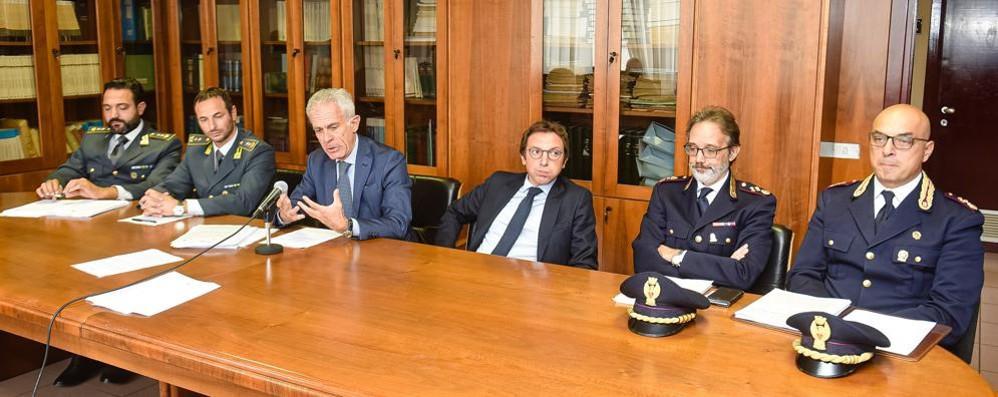 Le coop nate per fallire  Maxi retata: 34 arresti  Su La Provincia 4 pagine