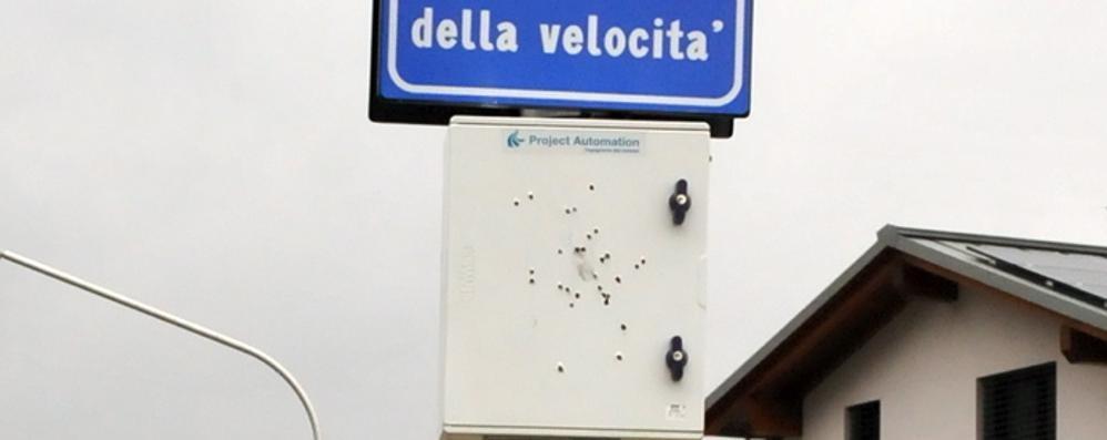 Alta tensione a Chiavenna: fucilate contro l'autovelox