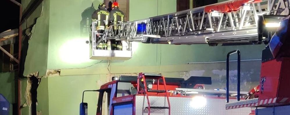 Esplosione in centro a Missaglia  Crolla parte di una casa, un ferito grave