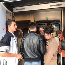Coradia, pochi vagoni. Turisti e studenti costretti a stare in piedi